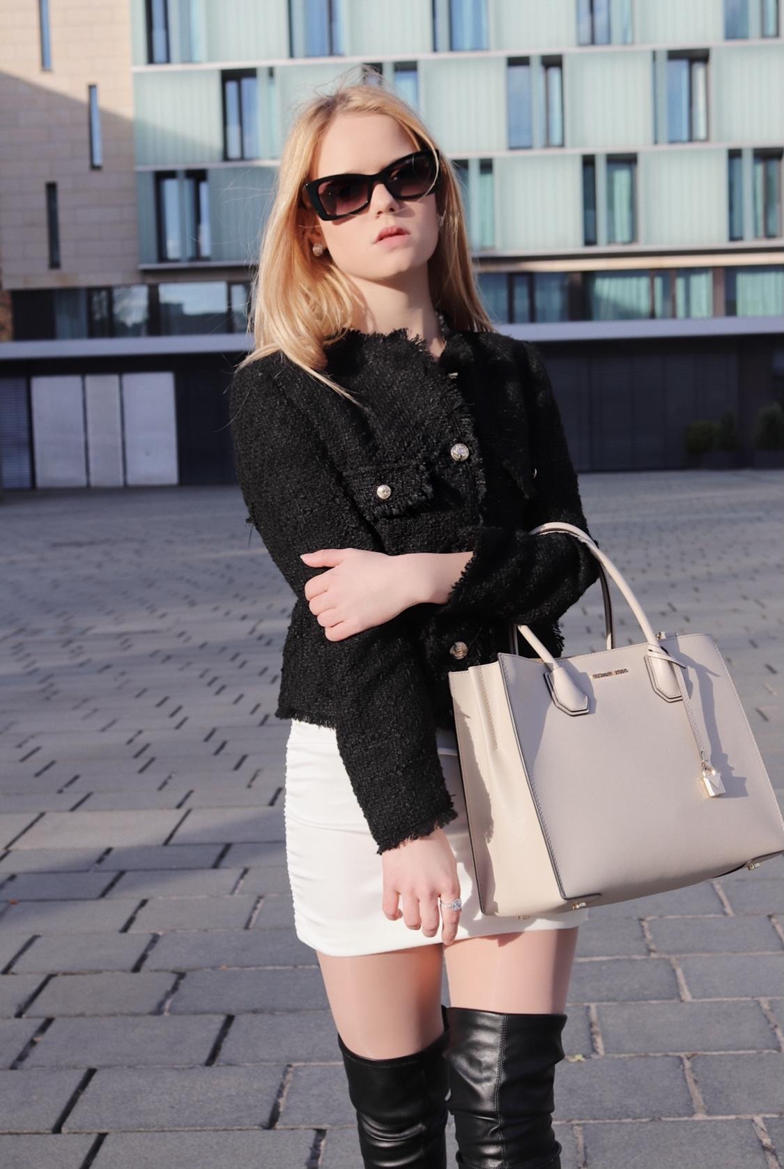 Gossip Girl inspiriertes Outfit, mit einer Tweetjacke und einem Kleid, welches bei diesemOutfit als Rock genutzt wird.